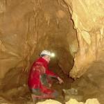 La grotta Jama nad cerkvico na Pečah nella Val Rosandra, sotto Cippo Comici, continua