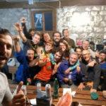 """Alcuni partecipanti al campo 2019 del """"Progetto Grande Poiz"""", in un selfie di Rodri, festeggiano in Casera Goriuda la giunzione"""